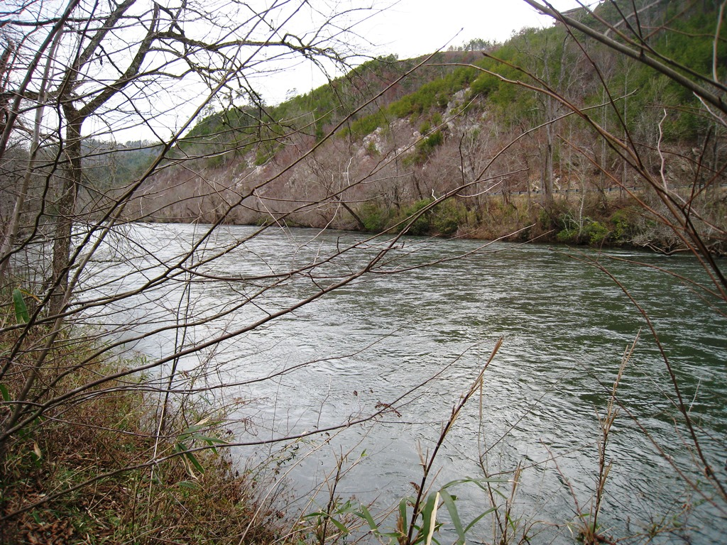 Hiwassee River runs through Murphy town